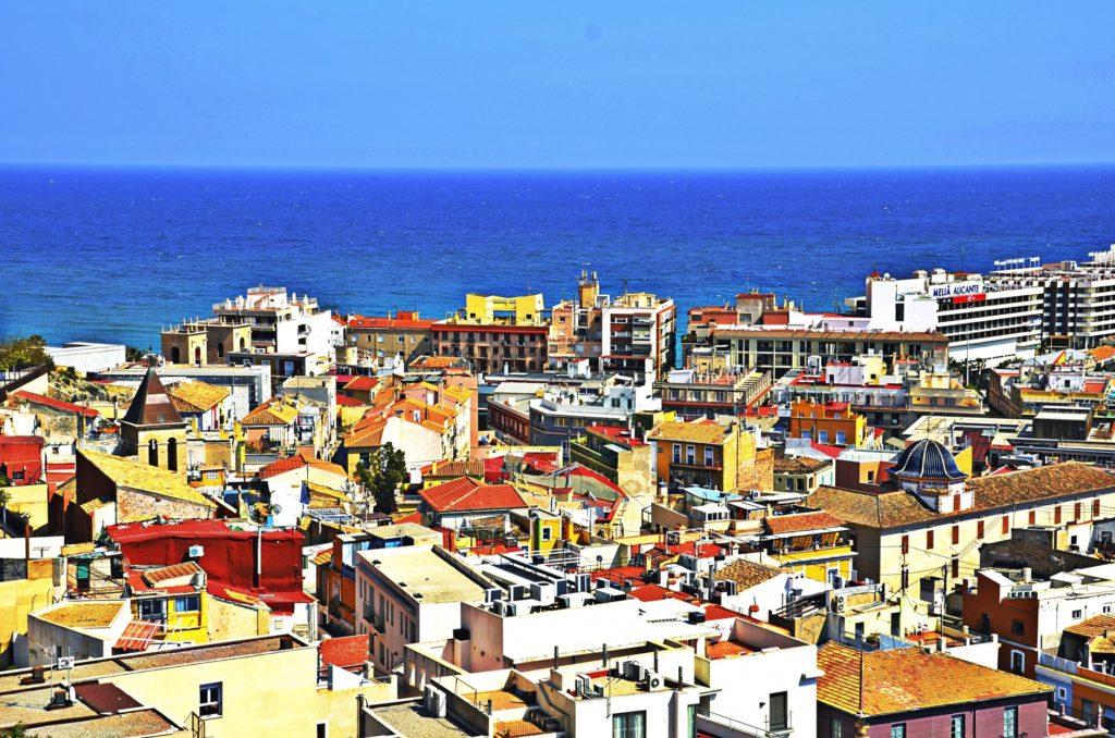 スペインの朝食_スパニッシュオムレツ_スペインの街並みイメージ