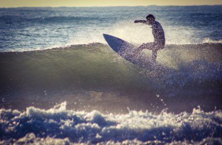 タイ・プーケットでサーフトリップ_波乗りサーフィン_男性サーファー