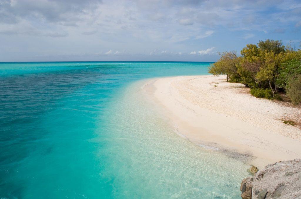 ニューカレドニア_美しい砂浜と海