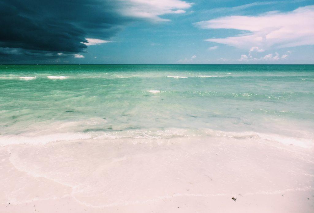 ハイアムズビーチ_Hyams-Beach_曇空の接近