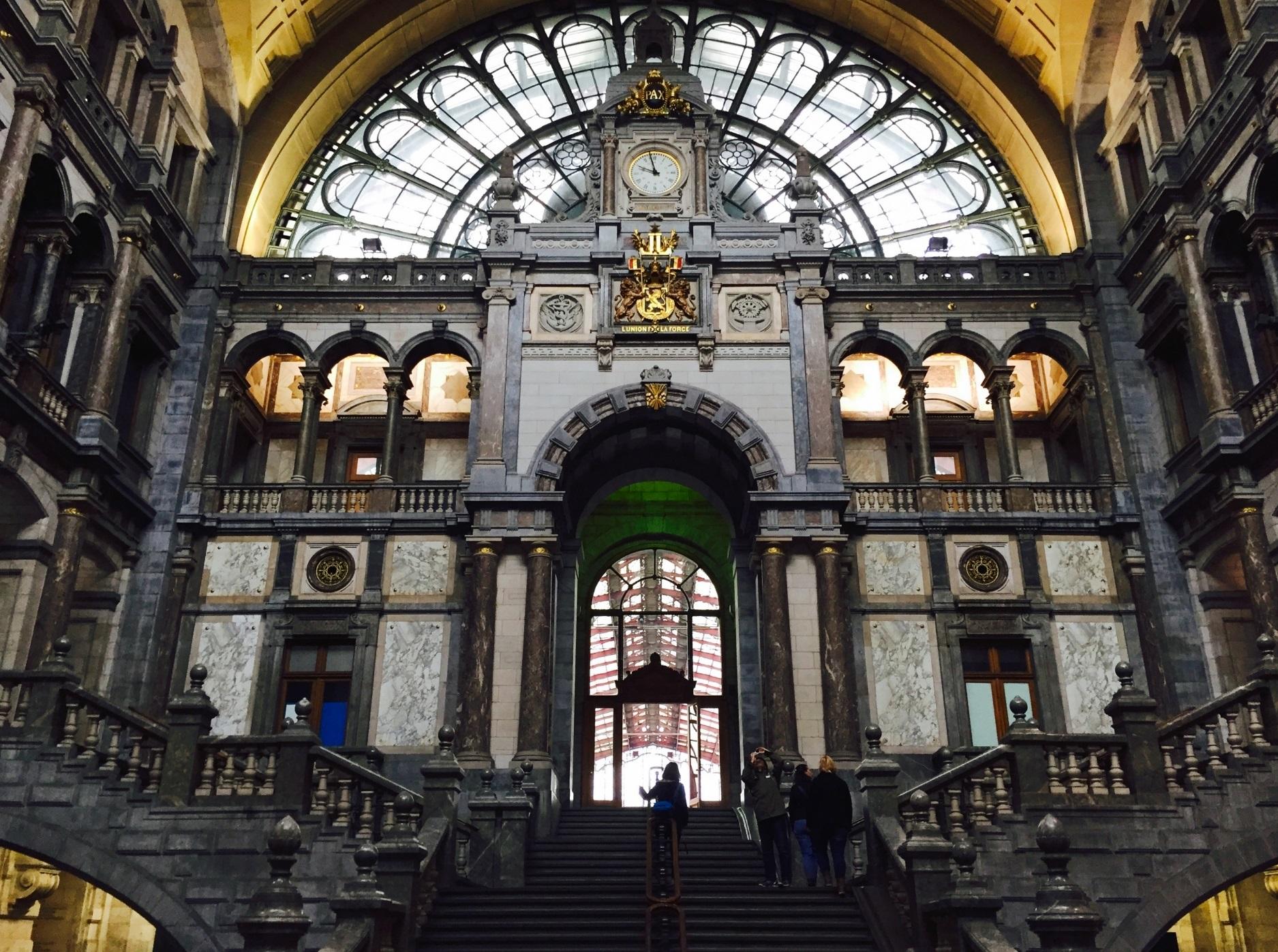 世界一美しい駅!!芸術の街ベルギーが誇る「アントワープ中央駅」の魅力!!