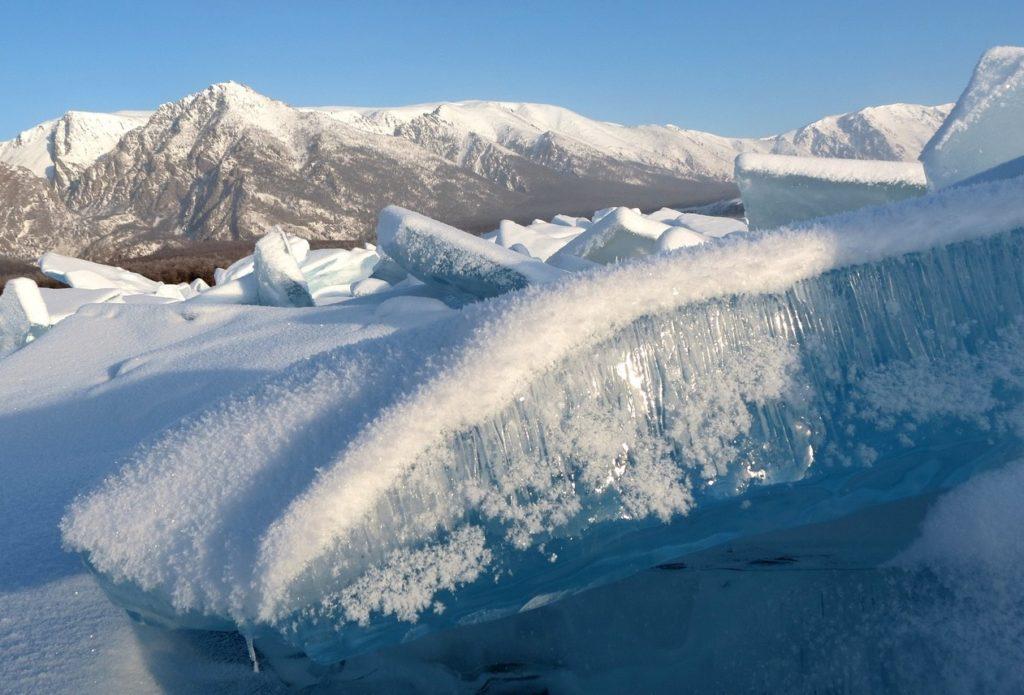 ロシア__シベリア_バイカル湖_美しい氷