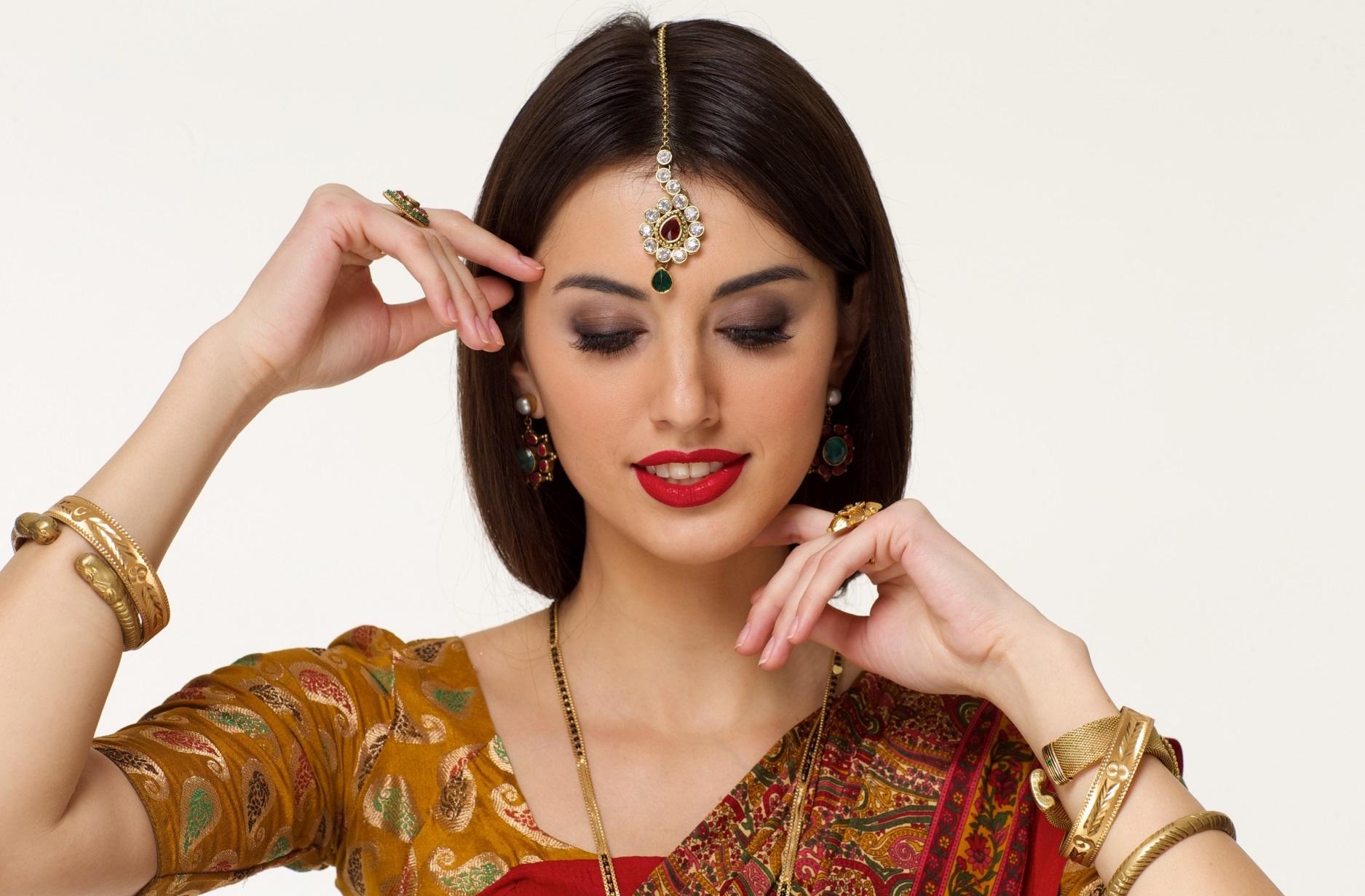 健康的で美しいインド人女性_きれいなインド人女性