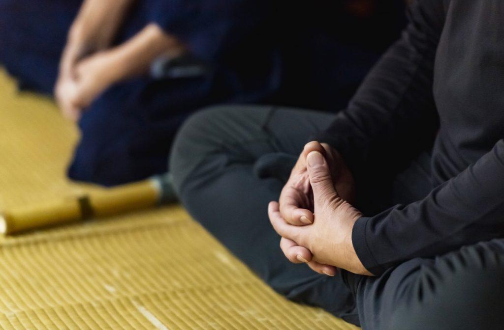 坐禅(座禅)_瞑想_ヨガ(ヨーガ)_マインドフルネス_座禅