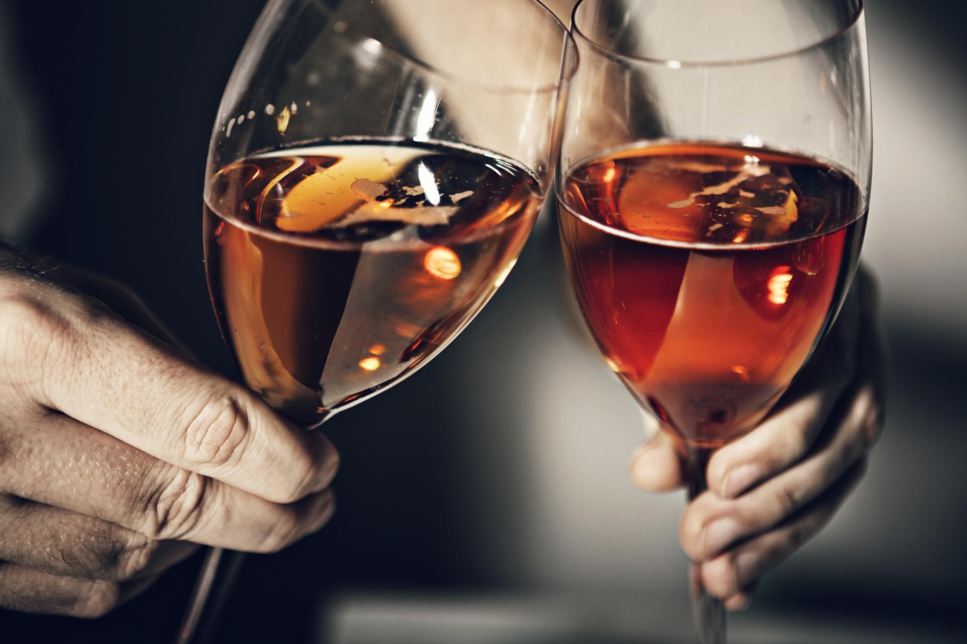 独身最後の夜_バチェラー・パーティー_お酒を交わす