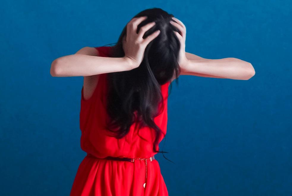 長続きしない三日坊主の克服と対処法_悩む女性