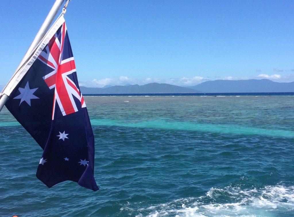 オーストラリア独自のコーヒー・カフェ文化_国旗と海